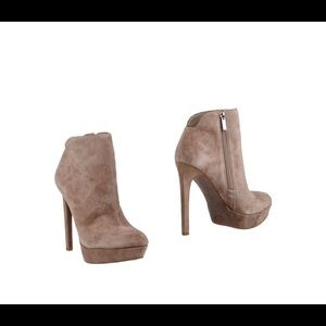 Jessica Simpson Ankle boots leather sueded effect